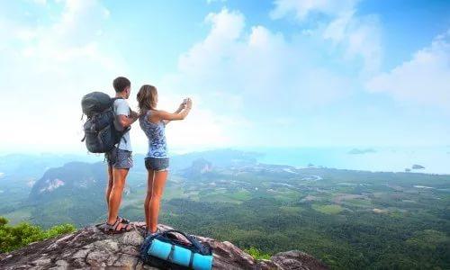 Как прожить длительные новогодние каникулы, сидеть дома или поехать в путешествие